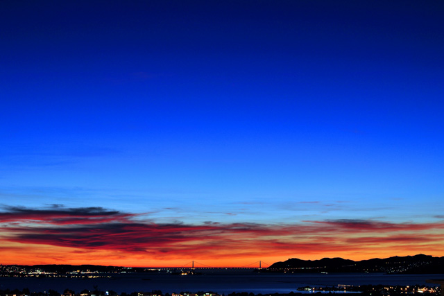 Sunset over San Francisco Bay. Photo: http://www.joelthaiphotography.com
