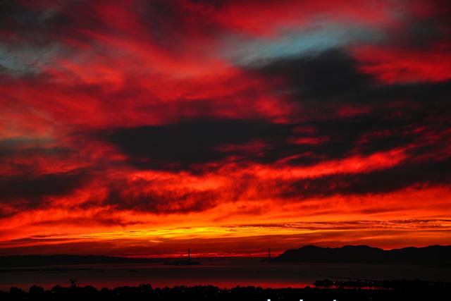 Dramatic Sunset over the Golden Gate Bridge. Photo: http://www.joelthaiphotography.com